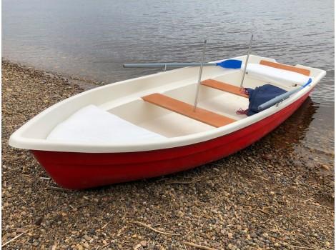 Стеклопластиковая лодка Тортилла-5 с Рундуками